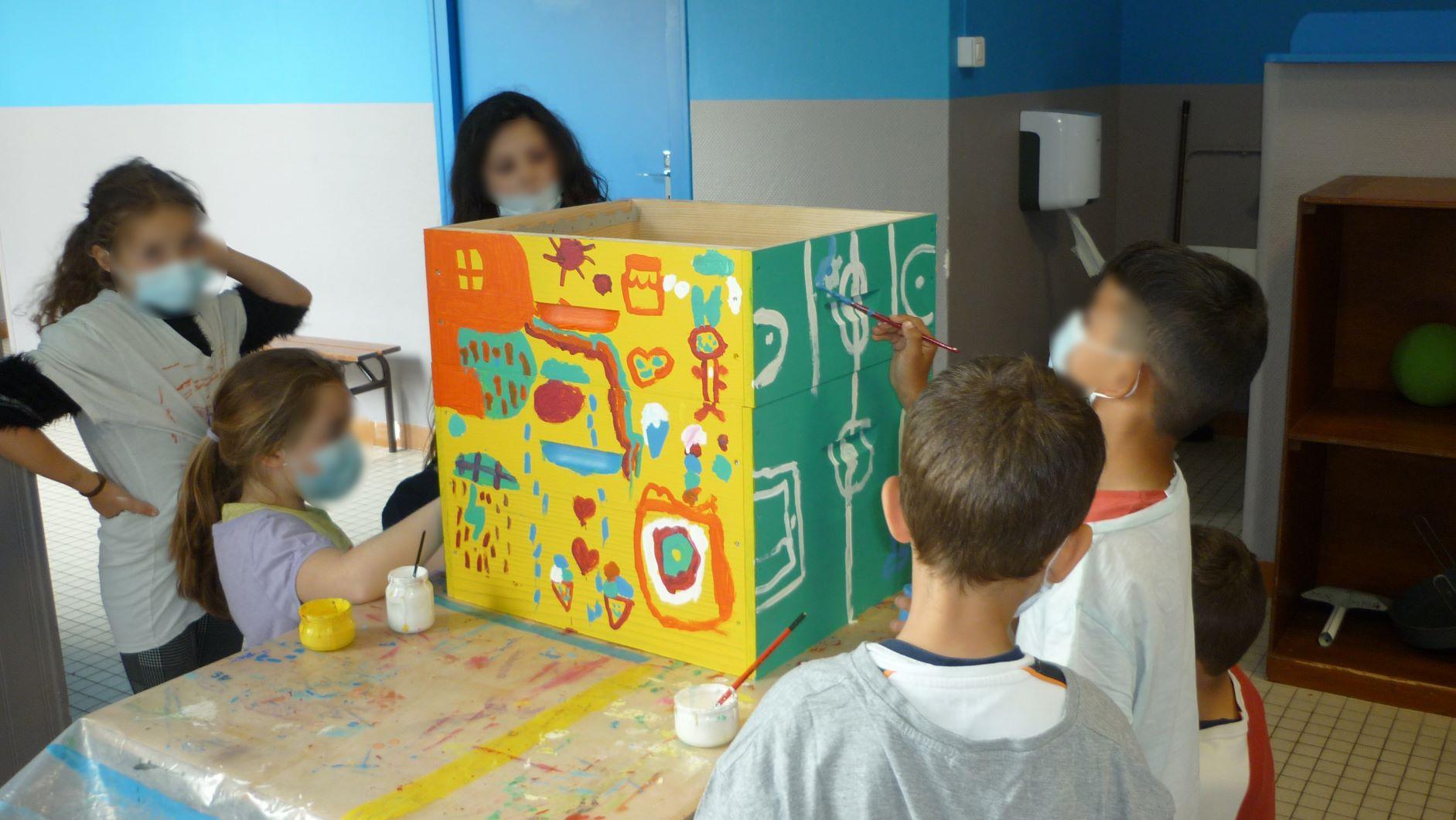 Customisation des ruches berthelot Constructions par des enfants